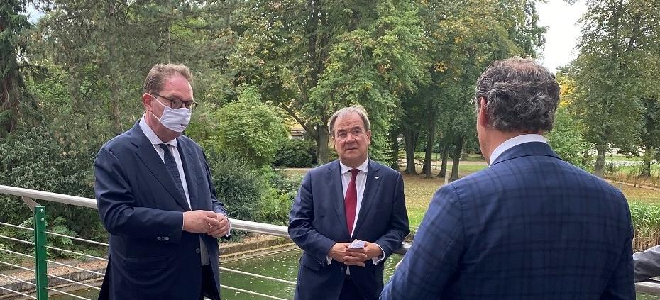 NRW-Ministerpräsident-Laschet-besucht-den-ehemaligen-Tengelmann-Campus-in-Mülheim